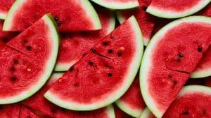 manfaat buah semangka merah segar